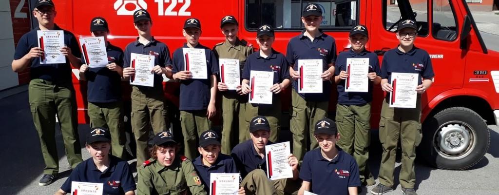 Unsere stolze Jugend mit ihren Urkunden :)